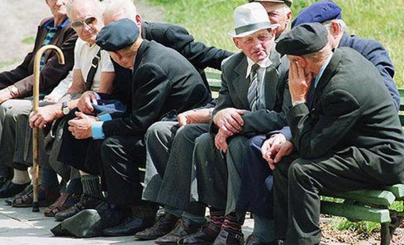 Pensionarii cărora statul le-a calculat greșit pensiile vor primi bani și din urmă, chiar dacă au trecut și 10 ani