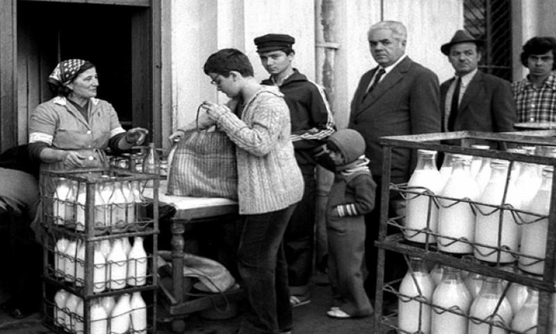Pentru că a devenit ecologică, ne întoarcem la economia lui Ceaușescu: românii vor plăti garanţie pentru sticle şi borcane. Dar vor primi și bani la returnare
