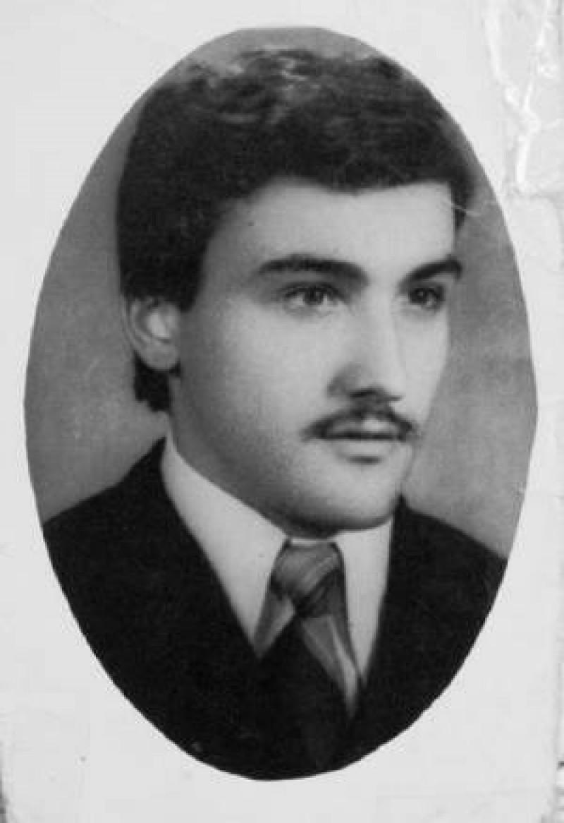 """Pentru """"revoluţionarii"""" cu carnet şi indemnizaţie: MUGUR CĂLINESCU ar fi împlinit, astăzi, 50 de ani!"""