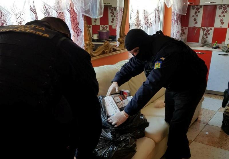 Percheziţii domiciliare la Dorohoi: aproximativ 27.000 ţigarete de contrabandă descoperite! FOTO