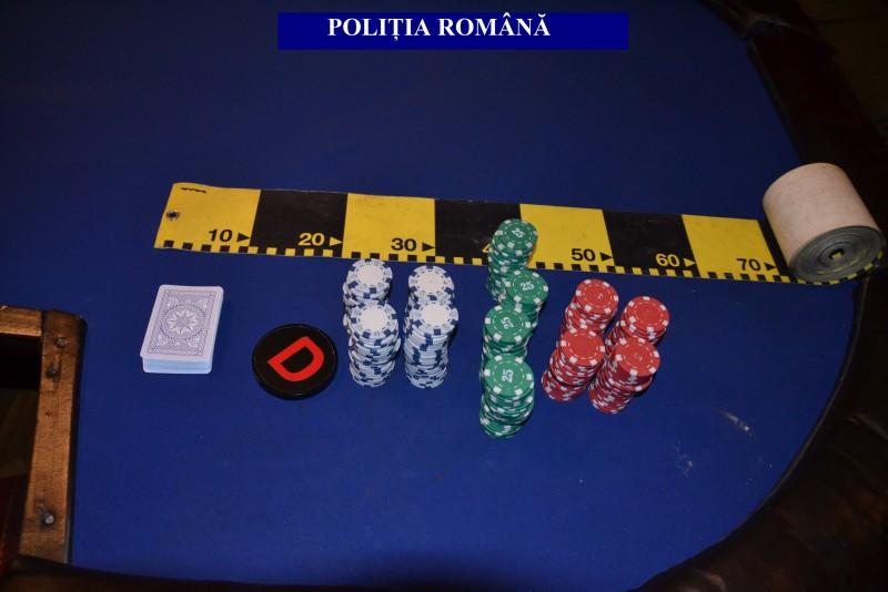 Percheziții la botoșăneni bănuiți de desfășurarea de jocuri de noroc fără licență! Polițiștii au descins și într-un local public!