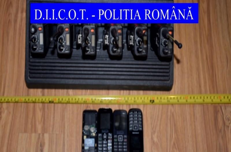 Percheziţii la Botoşani şi în alte două judeţe, într-un dosar de contrabandă! Muniţie, ţigări şi cocaină, găsite de anchetatori! FOTO