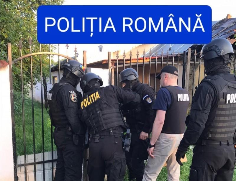 """Percheziții la locuințele unor botoșăneni bănuiți de comiterea unor înșelăciuni prin metoda """"șmen"""" (Foto-Video)"""