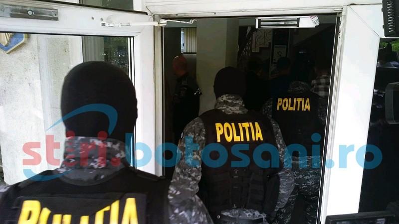 Percheziții la sediul unei societăți comerciale din Dorohoi: Sute de pachete de țigări ridicate de polițiști!