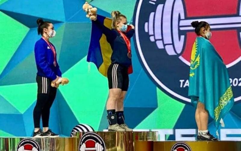 Performanţă istorică la haltere. O botoşăneancă triplă campioană mondială în Uzbekistan