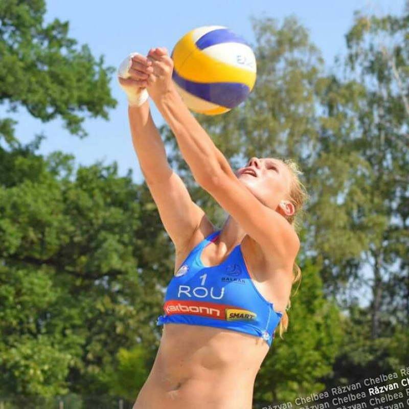 PERFORMANTA reusita de botosaneanca Adelina Budai Ungureanu la Campionatul European de volei pe plaja!