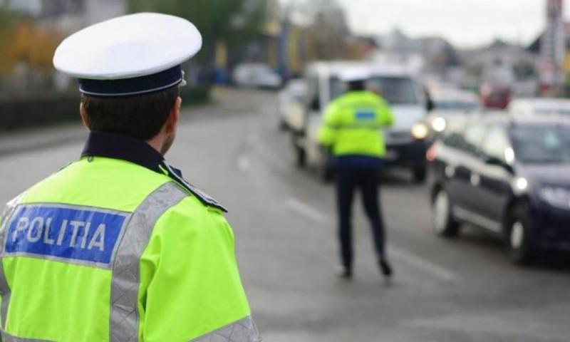 Pericol în trafic raportat prin 112. Tânăr beat și cu permisul suspendat, dat jos de la volan