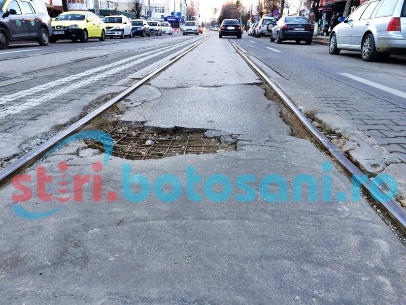 PERICOL pe una dintre cele mai circulate străzi din municipiul Botoșani! FOTO
