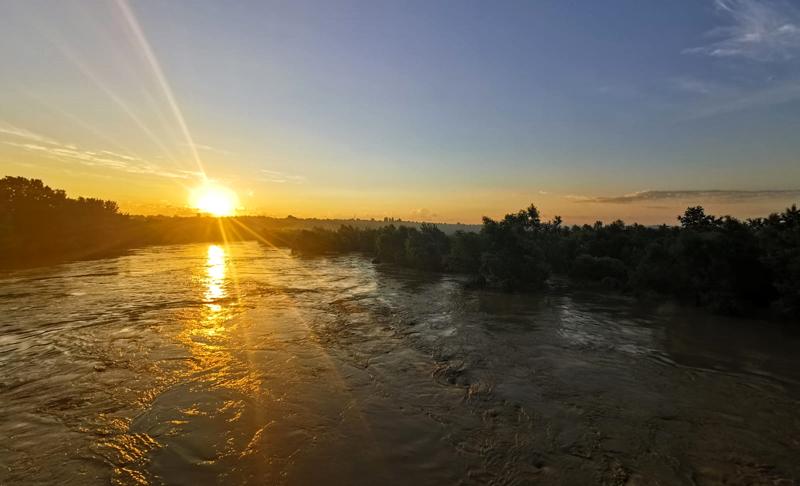 Pericolul de inundații pe râul Prut încă nu a trecut. Până luni se menține starea de alertă între localităţile Oroftiana şi Stânca Costeşti