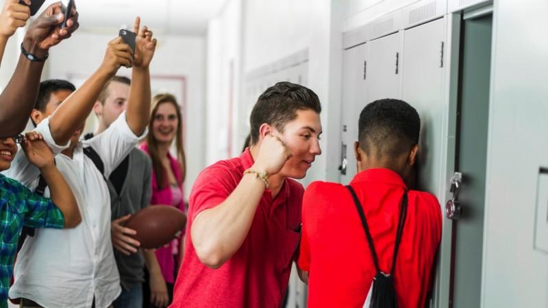 Peste 1500 de elevi din Botoșani au discutat cu jandarmii despre bullying și alte fenomene toxice din școli