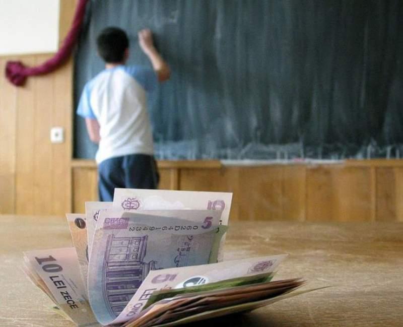 "Peste 2000 de elevi din Botoșani primesc ""Bani de liceu"""
