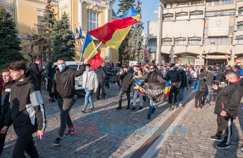 Sute de botoșăneni au protestat în Piața Revoluției față de măsurile Guvernului. Galerie Foto - Video