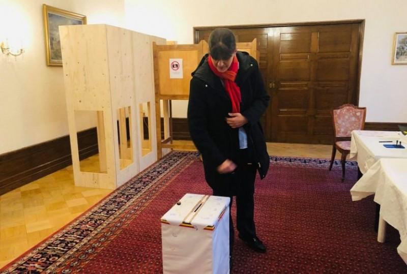 Peste 60.000 de români au votat în diaspora. Printre ei, Laura Codruța Koveși