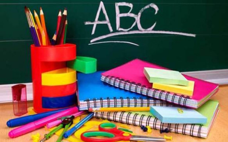 Peste 9500 de elevi de la Botoșani vor primi rechizite gratuite