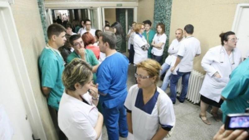 Peste opt mii de tineri medici s-au înscris la concursul de intrare în Rezidenţiat în domeniile medicină, medicină dentară şi farmacie