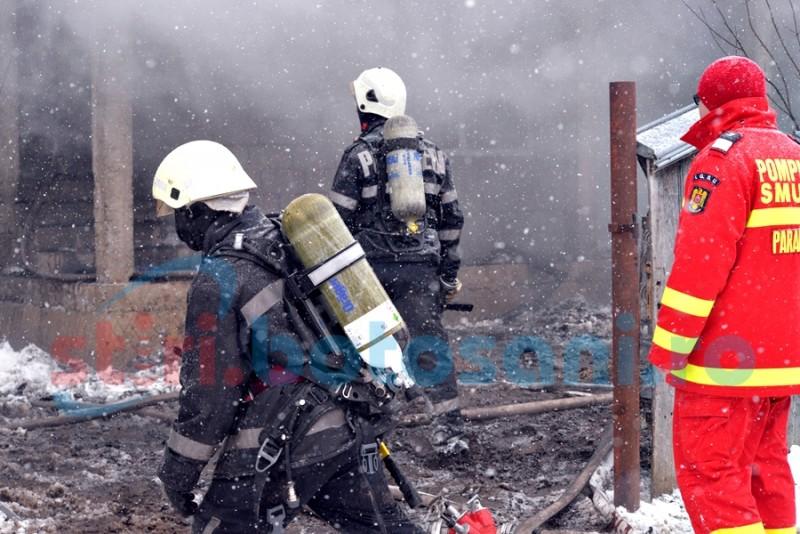 Peste patru ore au luptat pompierii cu flăcările, la Dorobanți! De la ce a pornit incendiul! FOTO
