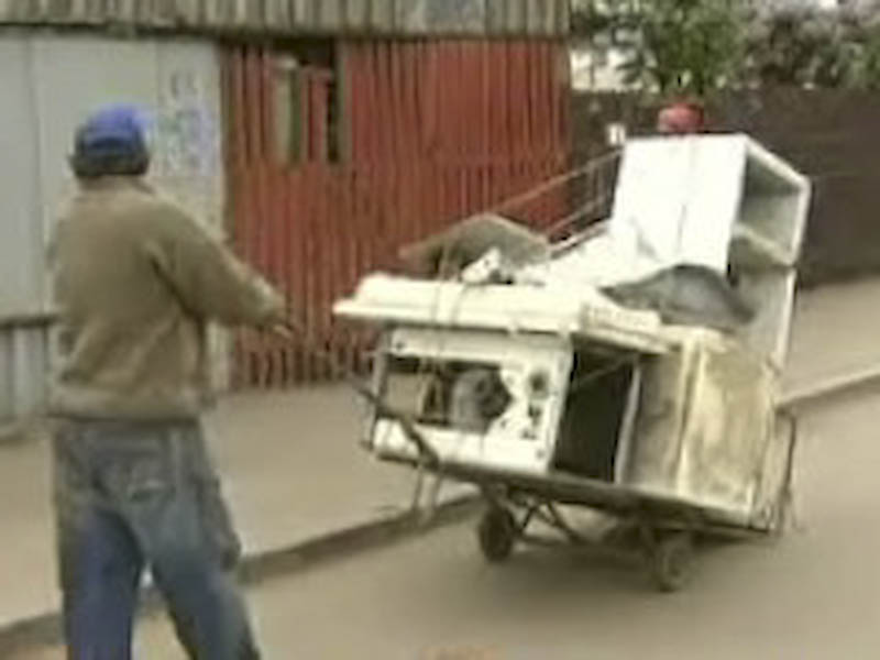 Peste trei tone de deseuri scoase in strada