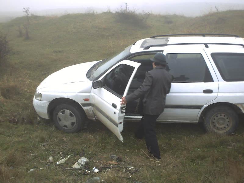 Petrecere in camp, dupa un accident de masina!
