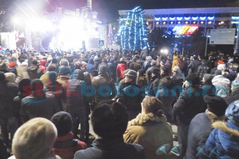 Petrecere în stradă pregătită de municipalitate pentru noaptea de Revelion