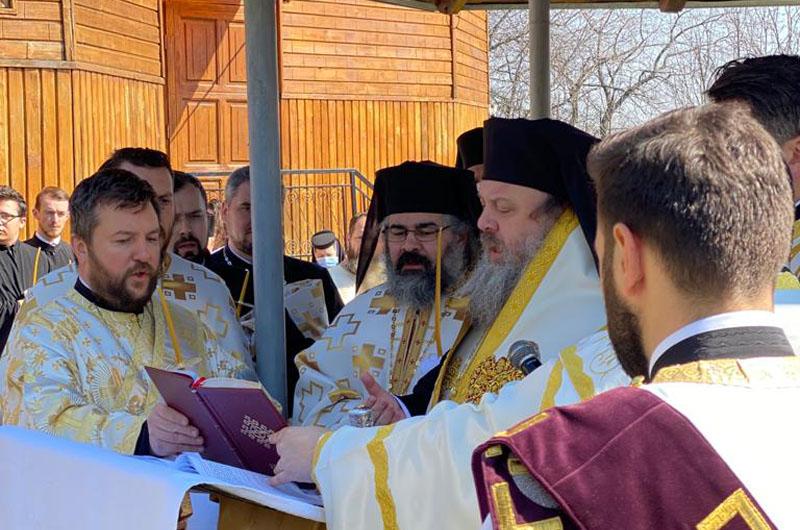 """PF Daniel despre tatăl Arhimandrit Dionisie Constantin, înmormântat la Botoșani: """"Un tată credincios și harnic"""""""