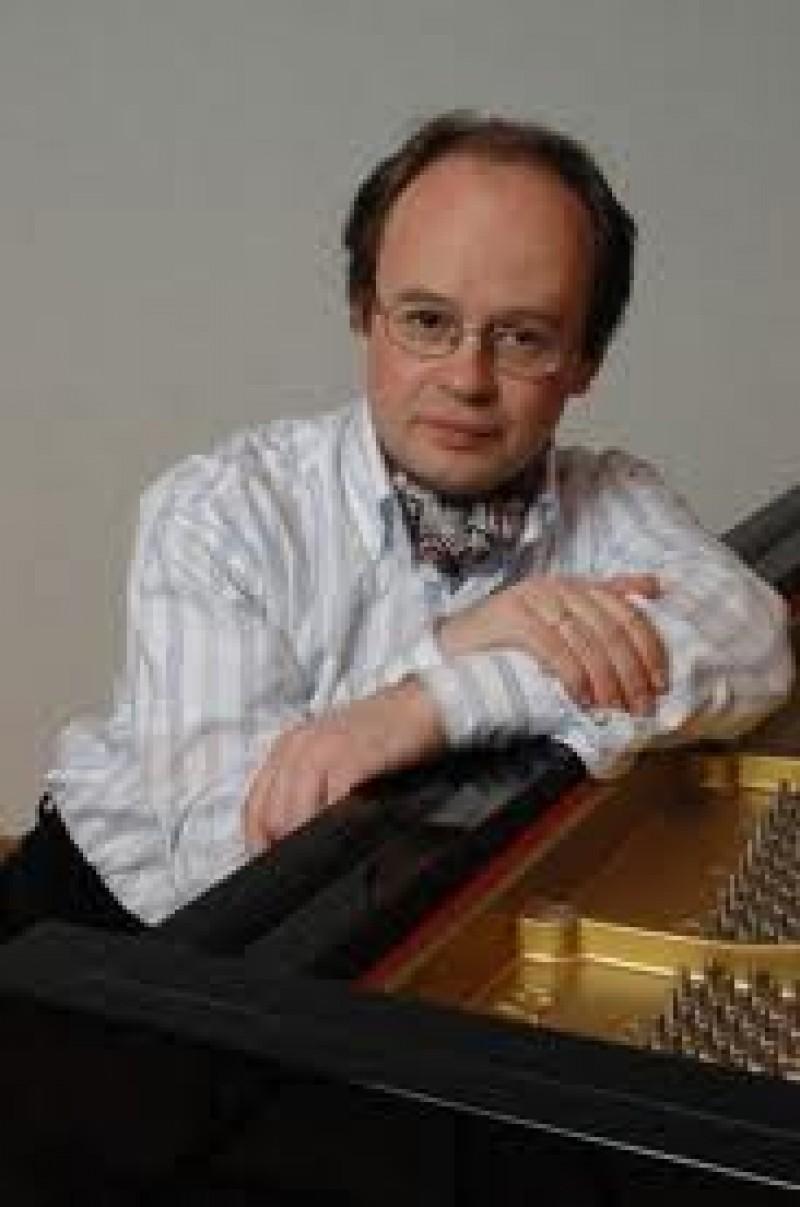 Pianistul rus Alexei Nabioulin va concerta vineri la Botosani!