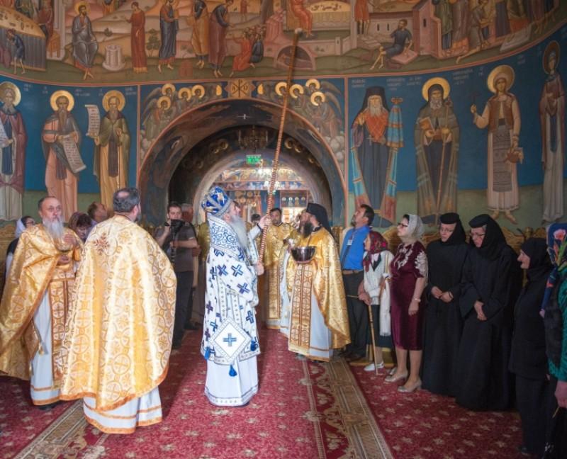 """Pictura Bisericii """"Sfântul Ioan Botezătorul"""" din Botoşani, sfinţită de IPS Mitropolit Teofan"""