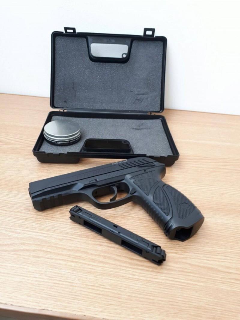 Pistol confiscat în Vama Stânca! FOTO