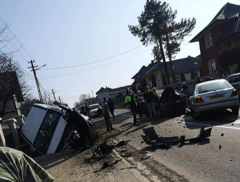 Plan Roșu de intervenție în Suceava. Carambol cu un microbuz plin de elevi (video)
