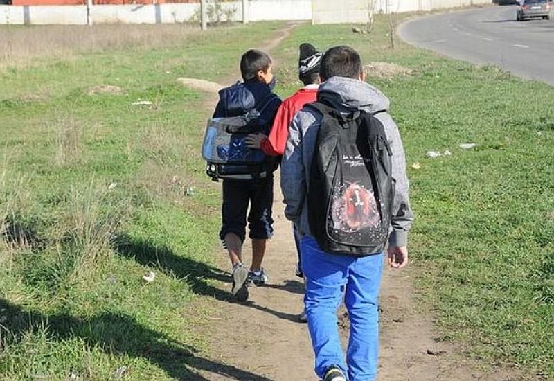 Plata pentru naveta elevilor ar putea fi suportată integral de stat