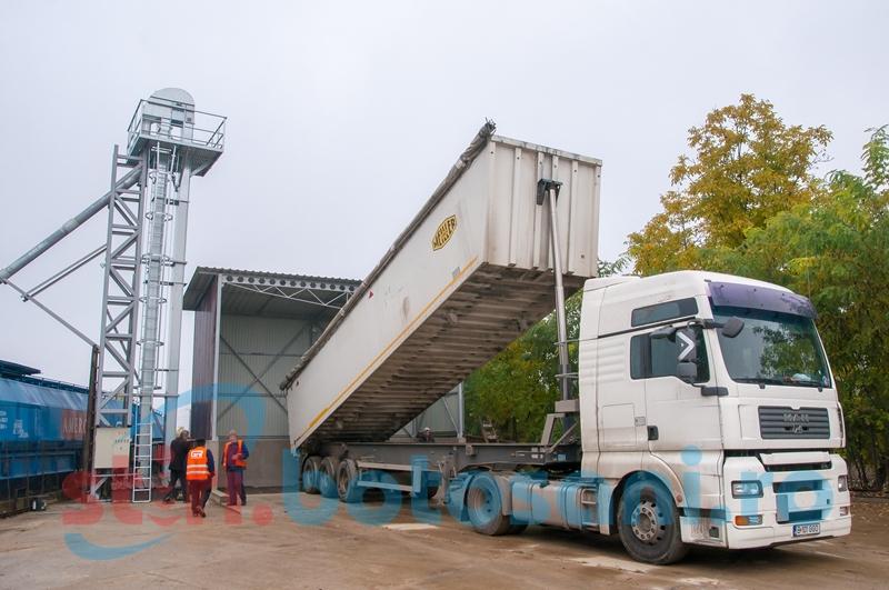 Platformă de încărcare cerealieră, în Botoşani-FOTO
