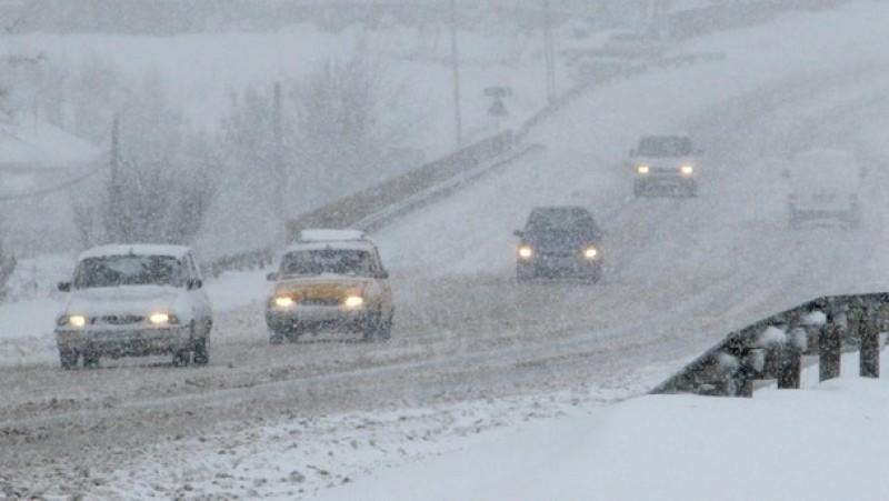 Pleci la drum? De joi, Cod Portocaliu și Galben de ninsori abundente, viscol și vreme deosebit de rece!