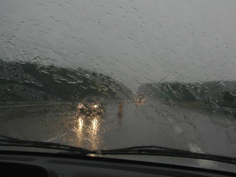 Pleci la drum? Ninsori în Bucovina, ploi în rest. Cum se circulă pe drumurile naționale