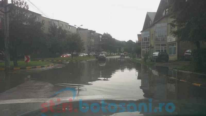 Ploaie nouă, probleme vechi: Municipiul Botoșani, din nou acoperit de apă! FOTO, VIDEO