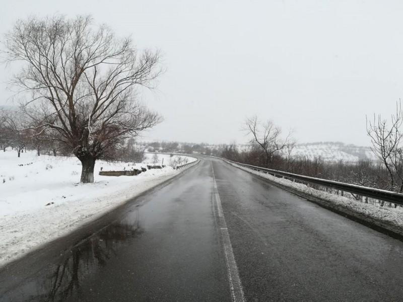 Ploi și ninsori slabe în Moldova. Cum se circulă pe drumurile naționale