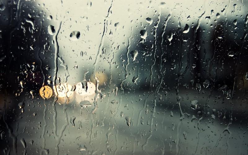 Ploua si vineri, dar in weekend se mai incalzeste