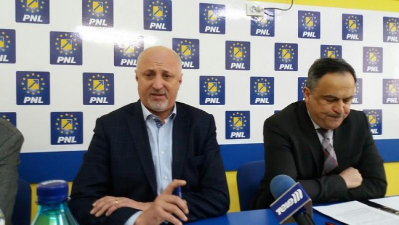 PNL schimbă doi consilieri judeţeni. Unul şi-a dat demisia şi al doilea a plecat la un alt partid