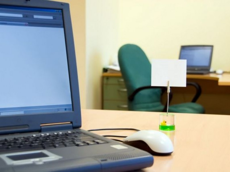 Poate angajatorul să-l tragă la răspundere pe salariat pentru ce face în timpul său liber?