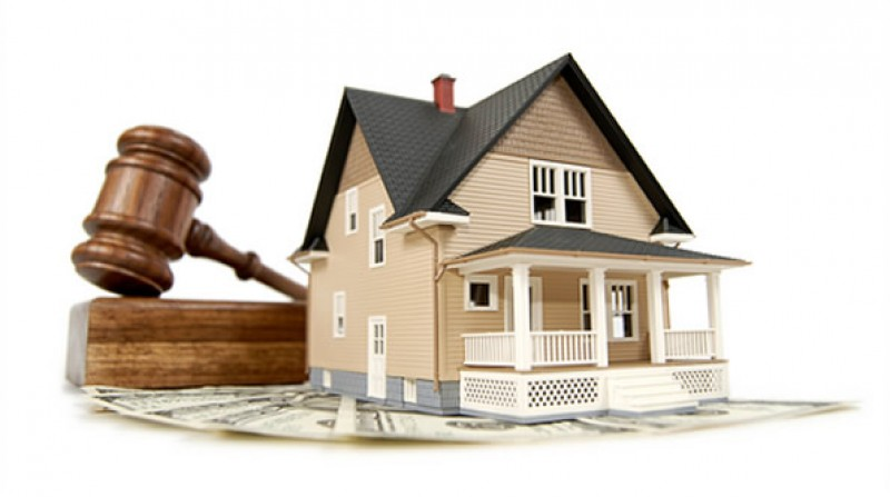 Poate executorul să intre în casele datornicilor? Dar recuperatorul de creanțe, banca sau alți creditori?