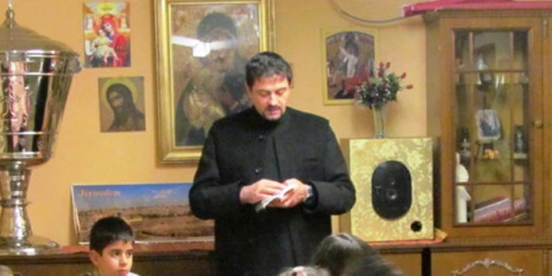 Poezia emoţionantă a unui preot dedicată îngrijitoarelor românce de bătrâni din Europa!
