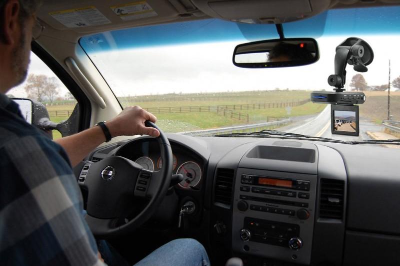 Poliția ar putea amenda șoferii pe baza clipurilor făcute de alți participanți la trafic!