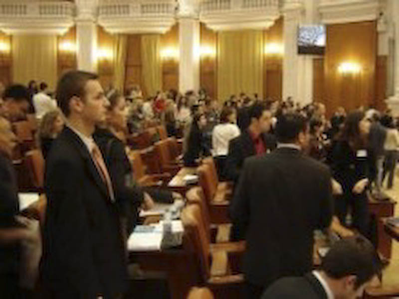 POLITICA LEGALA: Deputati intretinuti de statul roman!
