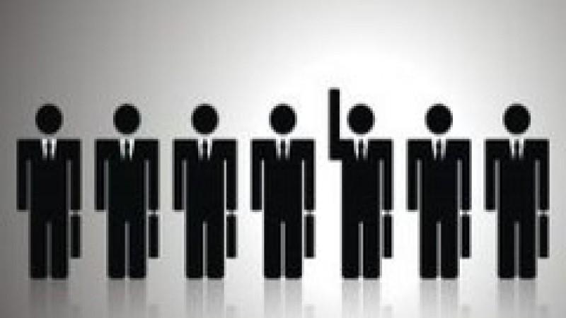 Politicienii vor ca funcţionarii publici să lucreze şi după data la care trebuie să se pensioneze
