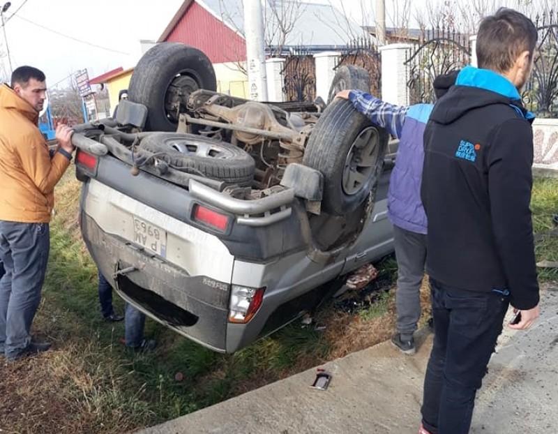 Poliţist în stare gravă după un accident rutier- FOTO