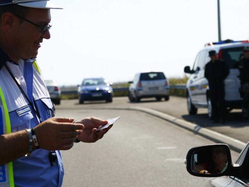 Poliţiştii, alertaţi de un şofer băut care a uitat unde şi-a lăsat soţia!