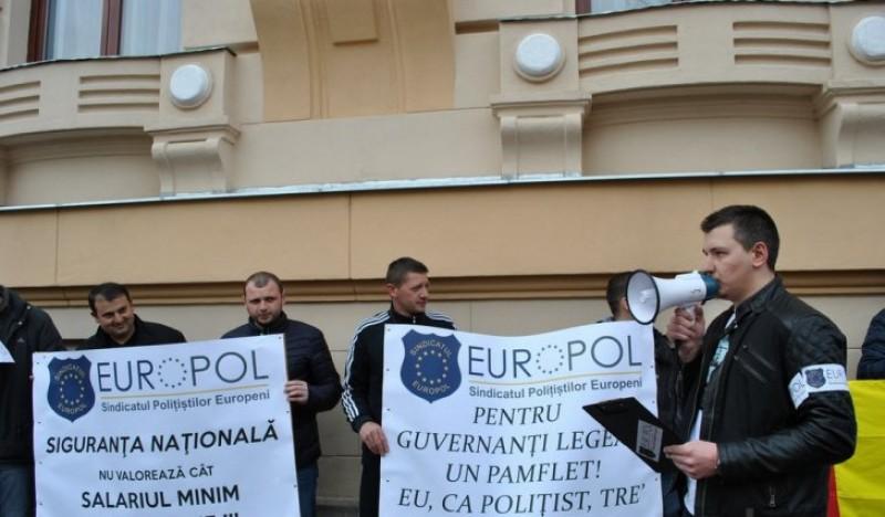 Polițiștii amenință cu proteste dacă Guvernul le îngheață salariile și sporurile