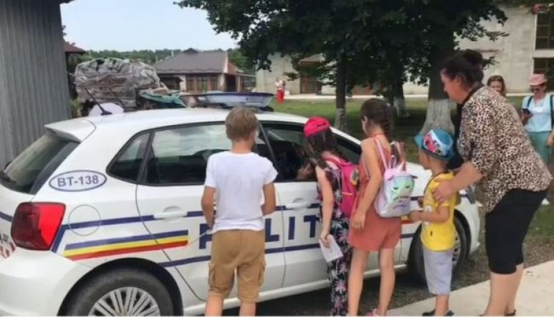 """Polițiștii au ajuns în tabăra de copii """"Vara pe uliță"""""""