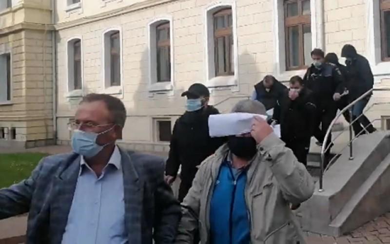 Poliţiştii de la Serviciul Rutier de la Botoșani au contestat decizia de arestare preventivă pentru 30 de zile