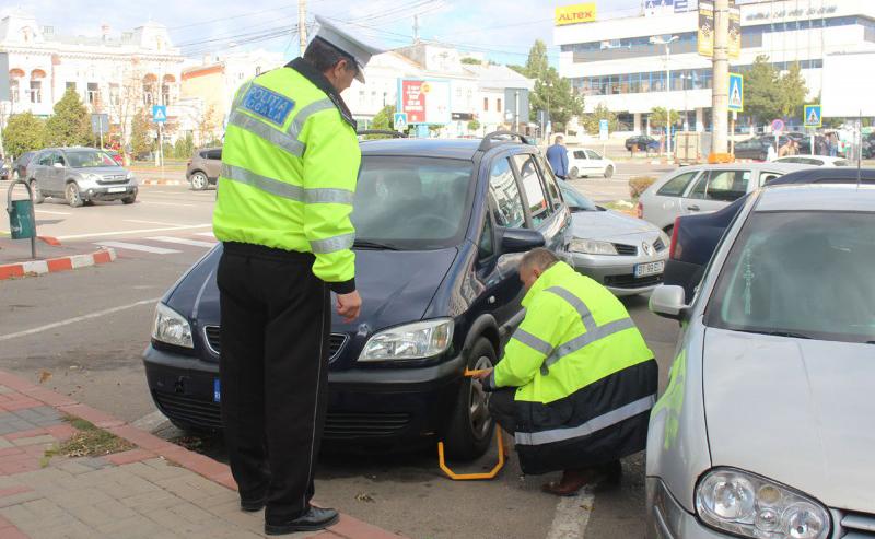 Polițiștii locali au intensificat blocarea mașinilor în municipiul Botoșani