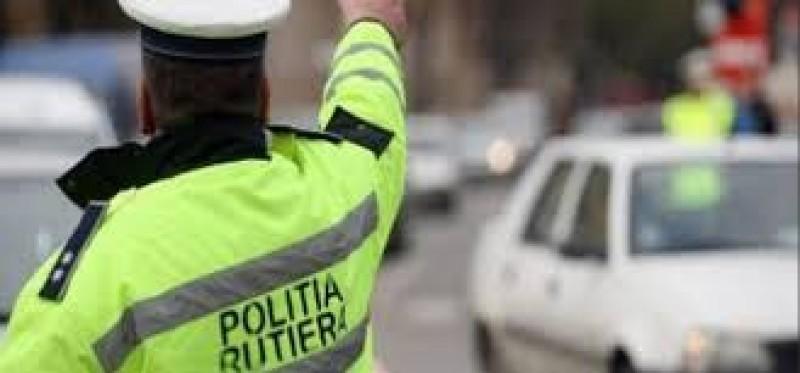 Polițiștii rutieri botoșăneni avertizează șoferii: Alegeți viața! Trafic rutier în condiții de siguranță, pe vreme rea