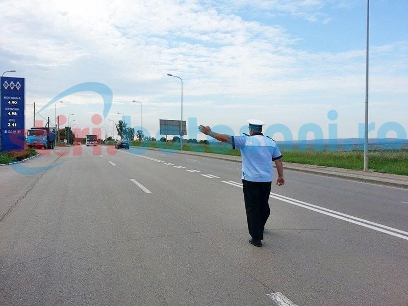 Polițiștii rutieri nu IARTĂ inconștienții din trafic! Un tânăr a fost ARESTAT, după ce s-a urcat la volan fără permis și a circulat cu viteză!
